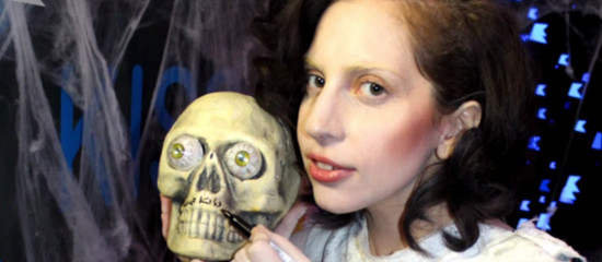 Lady Gaga en interviews radios au UK