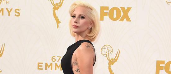 Lady-Gaga-Tapis-Rouge-Emmy-Awards-2015