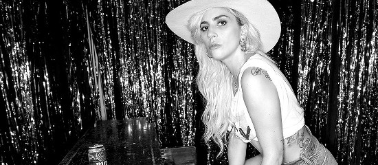 "<span class=""entry-title-primary"">Lady Gaga relance le Dive Bar Tour</span> <span class=""entry-subtitle"">MAJ // Show à Las Vegas reporté</span>"
