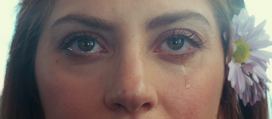 """<span class=""""entry-title-primary"""">A Star Is Born // Critiques</span> <span class=""""entry-subtitle"""">MAJ // Nouvelles critiques</span>"""