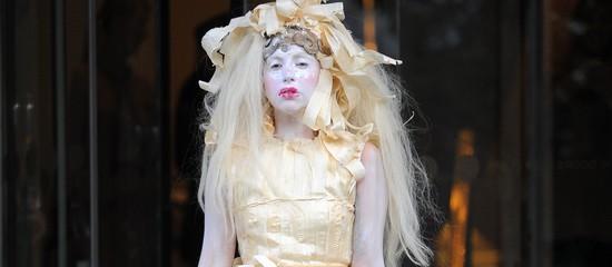Achetez un fragment de robe portée par Gaga