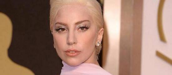 Lady Gaga sur le tapis rouge des Oscars 2014
