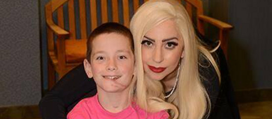 Lady Gaga visite l'hôpital Gillette Children's