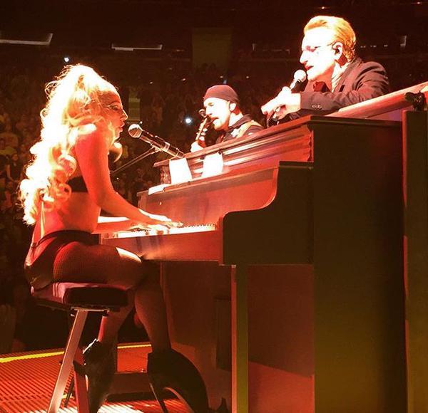 Lady Gaga sur scène avec U2