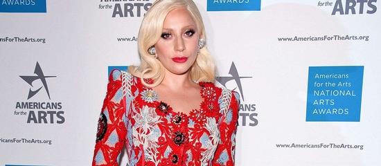 Lady Gaga reçoit le Young Artist Award