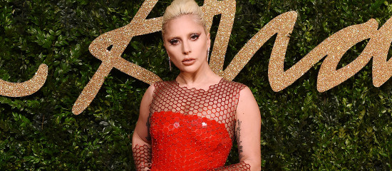 Lady Gaga aux British Fashion Awards