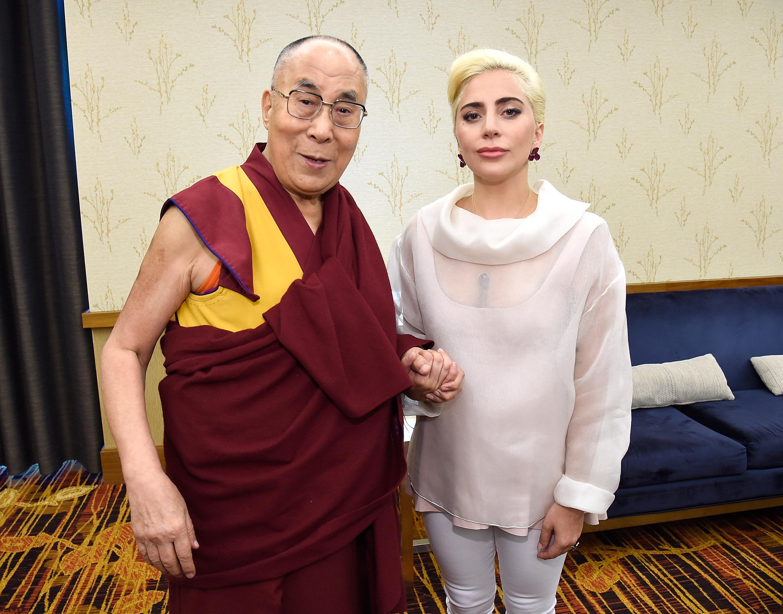 Lady Gaga à la USCM avec le Dalai Lama