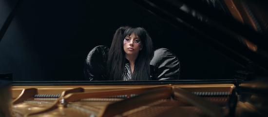 """<span class=""""entry-title-primary"""">Lady Gaga nouveau visage de Tudor</span> <span class=""""entry-subtitle"""">MAJ // Spot publicitaire dévoilé</span>"""