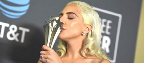 Lady Gaga aux Critics Choice Awards