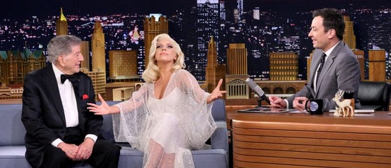 Lady Gaga dans The Tonight Show (Home edition)